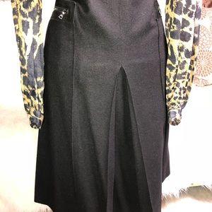 Theory black  skirt  SZ 10 95% Wool